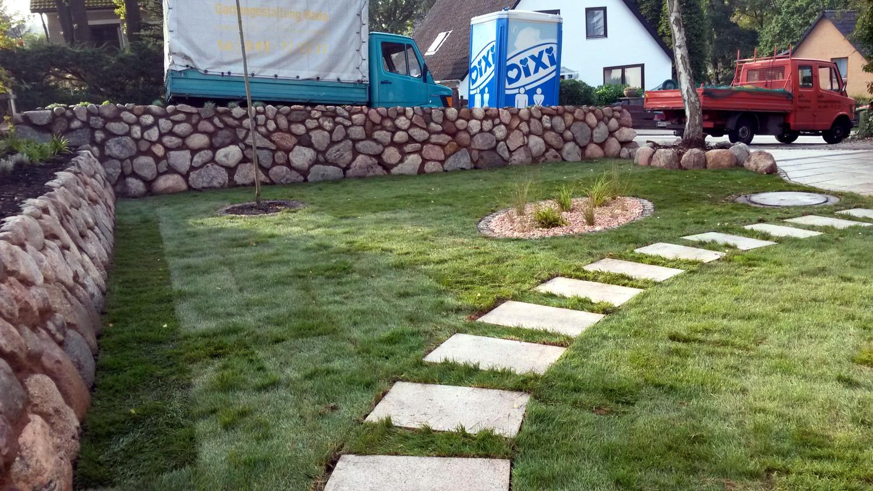 Gartengestaltung, Feldstein Mauerbau, Rasenbau, Bäume pflanzen, Wegebau