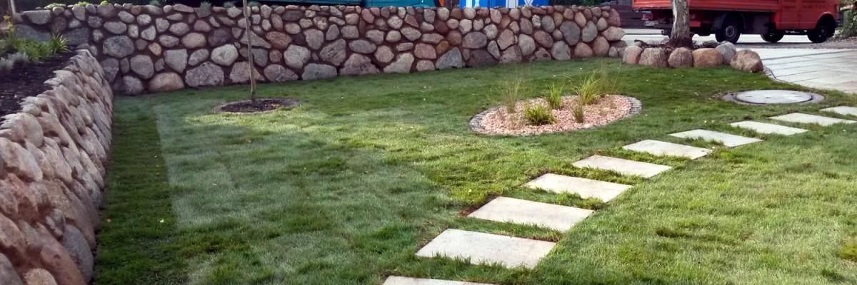Vertikutieren, Rasen Sanieren, Steinarbeit